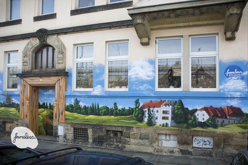 Dresden_front, Fassadenmalerei Dresden, Wandmalerei, Graffitikünstler, Frameless-studio, Berlin, Dresden Neustadt, Fassadengestaltung, Wandgetstaltung, Graffitiauftrag, Fassadenmalerei Dresden, künstlerische Gestaltung,