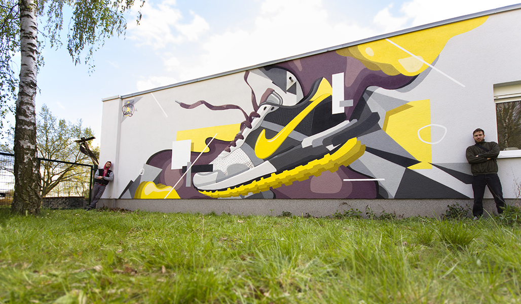 sneaker_thrown_on_wall, graffiti-mural, berlin, ahrensfelde, Jugendclub Wurzel, Skenar73, Rawsone, Raws, Sken, Zken, Sneaker, Sneakerart, thrown on wal, Frameless-studio, Frameless, Frameless studio, Graffitiart, Graffitikünstler, Urbanart, Graffitikunst, Fassadenkunst, Wandmalerei, Fassadenmalerei